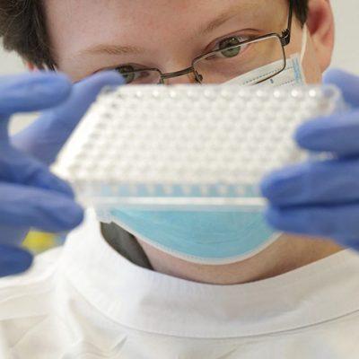 Новый опасный штамм коронавируса начал распространяться в Великобритании